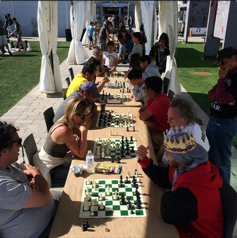 open-tables-at-chessfest-by-rezynn